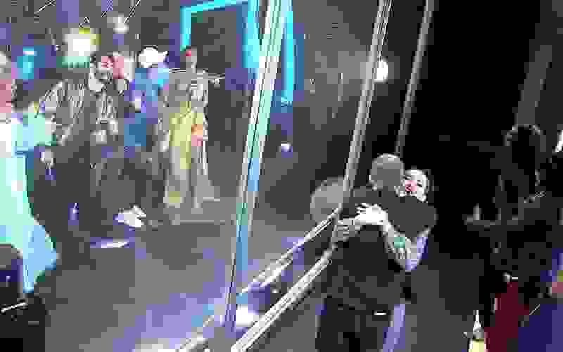 Tiago Leifert chora durante show de encerramento do BBB21