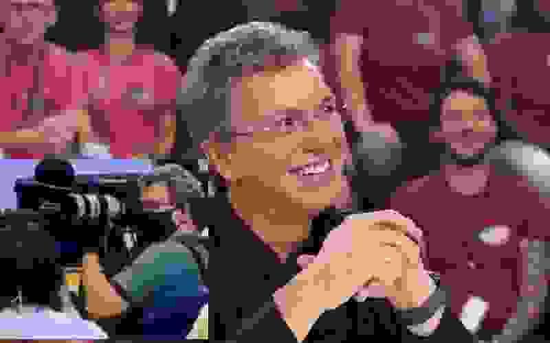 Durante coletiva de demissão de Nelson Teich Boninho descobre sósia